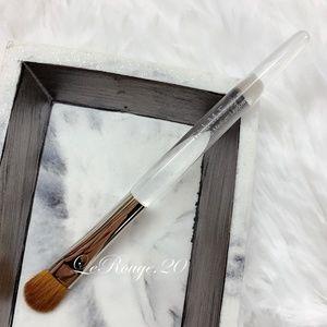Trish mcevoy #40 Medium Laydown Brush